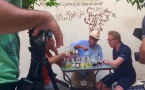 """L'émission de France5 """"Échappées Belles"""" crée son Parfum sur mesure au musée du Parfum à Marrakech"""