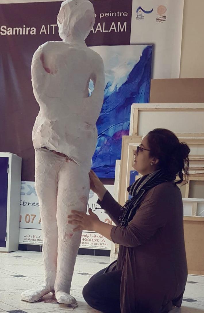 Samira Ait El Maalam  Une artiste qui saisit le corps dans tous ses états